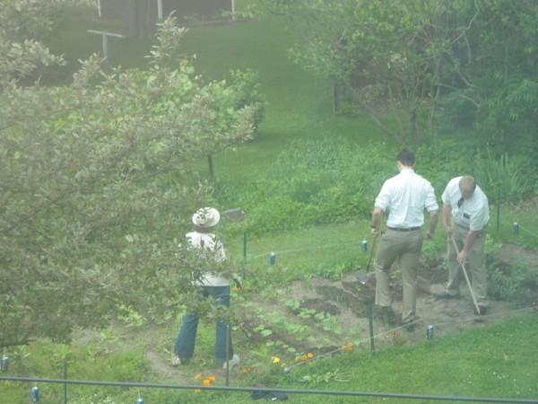 missionaries-garden